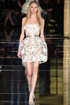 The complete Zuhair Murad Spring 2016 Couture fashion show now on Vogue Runway. Couture Looks, Style Couture, Haute Couture Fashion, Couture Trends, Zuhair Murad Mariage, Zuhair Murad Bridal, Fashion Week, Runway Fashion, Fashion Show