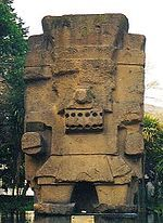 Tlaloc é o deus da chuva, o senhor do raio, do trovão, do relâmpago, senhor do inferno (Tlalocan). Assim como Quetzalcoalt, Tlaloc era um deus de Teotihuacan, que foi incorporado pelos Toltecas quando conquistaram essa cidade.Tlaloc era uma divindade central ao culto agrário.