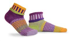 Sold Out - Clover Solmate Mismatched Anklet Socks Mismatched Socks Absolutely adorable. These new Solmate ankle socks are a sock wardrobe essential. Solmate Socks, Cool Socks, Ankle Socks, Matching Socks, Foot Warmers, Knitting Socks, Anklet, My Style, Boots