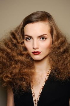 تسريحات شعر الطويل http://www.ahlalayla.com/%D8%AA%D8%B3%D8%B1%D9%8A%D8%AD%D8%A7%D8%AA-%D8%B4%D8%B9%D8%B1-%D8%A7%D9%84%D8%B7%D9%88%D9%8A%D9%84-2/