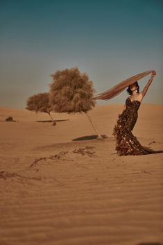 Louise Xin Couture 2020 – LOUISE XIN  #dubai #dubaidesert  #gold dress Dubai Desert, Gold Dress, Monument Valley, Couture, Gold Gown, High Fashion