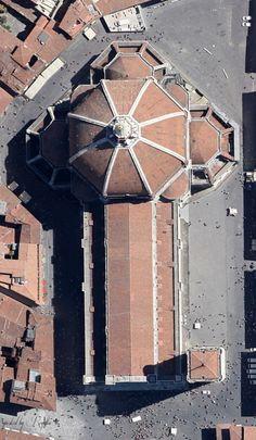 punto bianco sul pavimento in angolo, destro-alto, dove cadde la palla d'oro, nel 1601