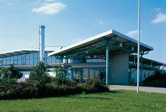 Sporthalle, Mülheim-Kärlich — Philipp-Heift-Sporthalle in Mülheim-Kärlich. Ca. 18.000 m³ BRI. Moderne Sporthalle in Mischbauweise mit freitragender Stahlbinderkonstruktion, gelegen im Sportzentrum der Stadt.