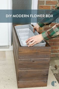 Why not give your home some curb appeal by creating this simple DIY modern flower box this summer! Why not give your home some curb appeal by creating this simple DIY modern flower box this summer! Outdoor Projects, Garden Projects, Wood Projects, Furniture Projects, Garden Ideas, Patio Ideas, Backyard Ideas, Wood Furniture, Furniture Covers