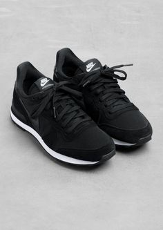 OMG love them! all black everything SPORTS LUXE // www.groenoveld.com Instagram @GROENOVELD: