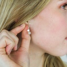Pearl drop earrings with silver, rose gold or gold stars. In pink, white or peacock pearls and fish hooks studs or clipon for non pierced ears Pearl Drop Earrings, Star Earrings, Clip On Earrings, Silver Roses, Silver Stars, Rose Gold, Ear Jewelry, Jewelry Gifts, Jewellery Earrings