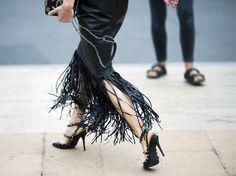 Street Looks à la Fashion Week printemps-été 2015 de New York, Londres, Milan et Paris http://www.vogue.fr/mode/street-looks/diaporama/street-looks-franges-a-la-fashion-week-printemps-ete-2015-de-new-york-londres-milan-et-paris/20706/image/1105508#!8