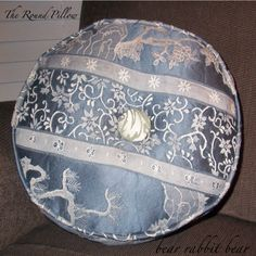 Round Pillow with Piping tutorial