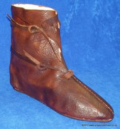 Oseberg Boot 9th Century Viking Shoes, Viking Clothing, Mode Masculine, Vintage Shoes, Vintage Outfits, Medieval Boots, Western Costumes, Viking Dress, Embellished Shoes