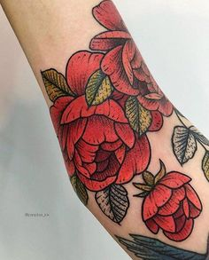 🍓🍓 • floral by @paradise_ink booking is open🔥 in Moscow June'18 ✉️ letterforsummer@gmail.com • #sashatattooingstudio… Moscow, Paradise, Skull, Ink, Tattoos, Floral, Instagram, Artists, Tatuajes