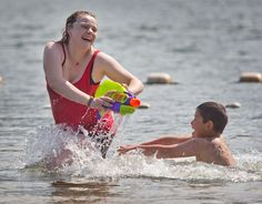 Remember the sun? It was out on Saturday when people enjoyed water play at Kirby Billingsley Hydro Park. The Wenatchee Valley has had several days of cool weather and rain but the forecast calls for Sunny skies, starting on Wednesday and running through the weekend. Temperatures should reach the mid-80s on Saturday. (World photo/Don Seabrook)