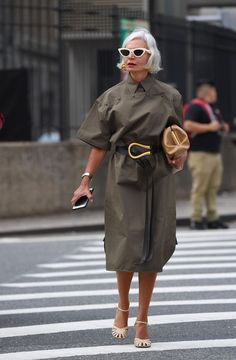 Shop The NYFW Street Style Outfits From Spring 2020 That Everyone Was Talking About<br> After a jam-packed five days of shows and presentations, New York Fashion Week has come to an end. Street Style Outfits, Look Street Style, Nyfw Street Style, Street Chic, Paris Street, Spring Street Style, Club Outfits, Style Summer, Office Outfits