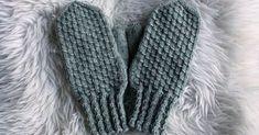 Tänään sain valmiiksi harmaat lapaset omille kätösilleni. Lankana on 7 veljestä ja puikot nro 3½. Neuloin lapasten yläpinnan raeneuleel... Cable Knit Socks, Knitting Socks, Knitting Needles, Hand Knitting, Love Knitting Patterns, Crochet Patterns, Knitting Ideas, How To Start Knitting, Mittens