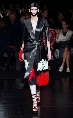 Alexander McQueen - PFW Spring/Summer 2015 - www.so-sophisticated.com