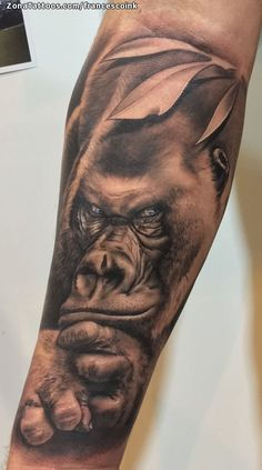 Tatuaje hecho por Fran Veneroni de Cádiz (España). Si quieres ponerte en contacto con él para un tatuaje/diseño o ver más trabajos suyos visita su perfil: https://www.zonatattoos.com/francescoink Si quieres ver más tatuajes de gorilas visita este otro enlace: https://www.zonatattoos.com/tag/542/tatuajes-de-gorilas Más sobre la foto: https://www.zonatattoos.com/tatuaje.php?tatuaje=112493