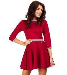 Rochie elegantă în roşu cu vipuşti în gri