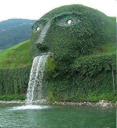 Wattens. Ingresso del museo Swarovski