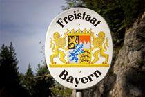 Bild mit Aufschrift Freistaat Bayern