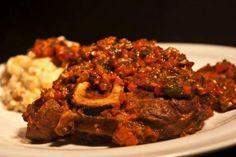 Η συνταγή για το πιο γκουρμέ ιταλικό οσομπούκο από τον ιδιοκτήτη του Harry's Bar Mediterranean Recipes, Meatloaf, Slow Cooker, Beef, Food And Drink, Drinks, Cooking Recipes, Plates, Happy