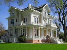 Victorian Home. The Gable Mansion in Woodland, CA Victorian Architecture, Beautiful Architecture, Beautiful Buildings, Beautiful Homes, Victorian Style Homes, Victorian Era, Historic Homes, My Dream Home, Dream Homes
