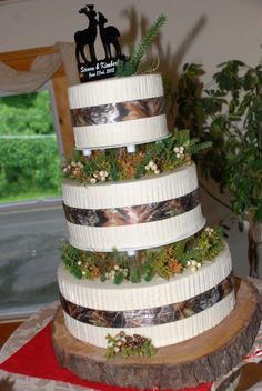 classy camo cake