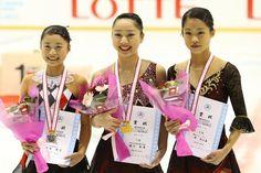 左から2位の白岩優奈/Yuna Shiraiwa、優勝の樋口新葉/Wakaba Higuchi、3位の横井ゆは菜/Yuhana Yokoi    全日本ジュニア・第2日 フォトギャラリー フィギュアスケート スポーツナビ