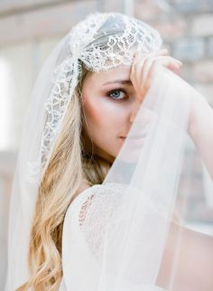 Take a look at this gorgeous Belgian wedding inspiration shoot by Gert Huygaerts Photography with loft styling and beautiful Rembo Styling wedding dresses. Bride Veil, Wedding Dress With Veil, Wedding Hair Down, Wedding Veils, Rembo Styling, Veil Hairstyles, Wedding Hairstyles With Veil, Bridal Headpieces, Bridal Hair