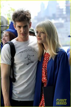 Emma Stone & Andrew Garfield: Spider-Man Break Kisses! | emma stone andrew garfield spider man break 09 - Photo