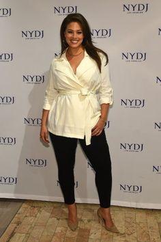 """Ashley Graham ist das erste Plus-Size-Model, das es in die Bikini-Ausgabe der """"Sports Illustrated"""" geschafft hat. (Wrap Top)"""