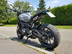 ultrasuede xsr 900 decal decor tail #xsr #caferacer #xsr900caferacer #yamaha #xsr900yamaha #speedblock
