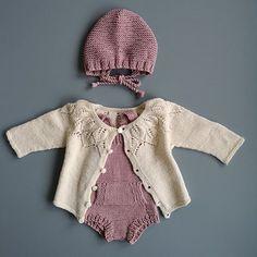 Jentefin ✨ #vinterkysa#bellatrøje#luringromper#knittinginspiration#knitting_inspiration#knitspiration#knitinspire#i_loveknitting#knitstagram#knittersofinstagram#instaknit#instaknitters#babystrikk#babyknits#neatknitting#kids_knitting_inspiration#knitinspo123#knitinspo#knitspo#knittinglove#knitforbaby#babystrikkrepost#strikktiljente#knitforgirls Knitting For Kids, Baby Knitting Patterns, Knitting Projects, Stitch Patterns, Crochet Cross, Knit Crochet, Baby Barn, Pattern Library, Kid Styles