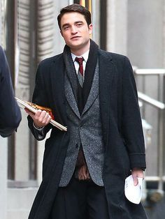Robert Pattinson continues filming Life in high style on the drama's Toronto set. http://www.people.com/people/gallery/0,,20797066,00.html#30120308