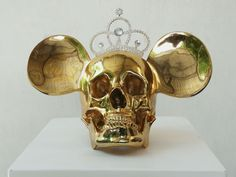 I have this image on a silver necklace. Love it! King & Queen Jeff Koons, 2008...x