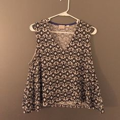Anthropologie cropped tank! Cotton/polyester/spandex blend tank from Anthropologie. The sides swing out a little and give a really cute flared detail. No visible wear and tear- great condition. Perfect for summer with high waisted bottoms! Anthropologie Tops Tank Tops