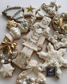 Lorena Rodríguez. Christmas cookies. White Christmas cookies #nutcraker#lorenarodriguez #lorenassweets #lorenarodriguezsaenz #fondant #fondantcookies #decoratedcookies #christmascookies #whitechristmas #whitechristmascookies #moose #moosecookies #snowflakes #garlandcookies #christmastreecookies #deer #deercookies