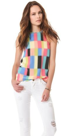 love this graphic top, especially with white pants