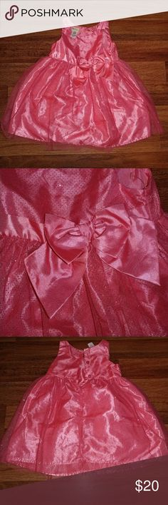 NWOT Girls Party Dress Polyester 5T This fancy dress is peach to a coral in color and features tulle with sparkles with a smoother material underneath. A big bow adorns the front and 3 buttons are on the back. Never worn and size 5T.  Fast shipping! Dresses Formal
