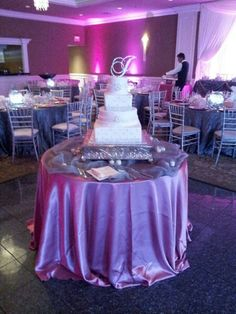 Silver Chiavari chairs and floor length cloth