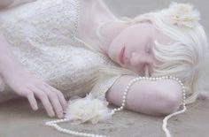 Photo by Lua Morales Angel Aesthetic, White Aesthetic, Modelo Albino, Albino Girl, Beautiful People, Beautiful Women, Lord Shiva Painting, Female Character Inspiration, Bleach Blonde