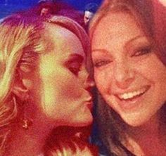 Laura Prepon & Taylor Schilling have undeniable chemistry!