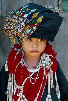 Portrait of a young girl of the Yao (Mien) ethnic group, Baan Huai Nam Yen…