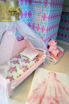 Pikkuprinsessan nukkekoti Willa Helmiina/Dollhouse to my little Princess: Pikkuprinsessan sänky/Little princess bed