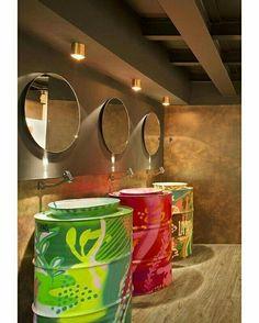 Banheiro de bar . By blog da arquitetura