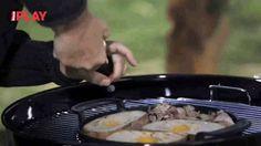 Pohlreich rozpálil gril. Dělá vejce v chlebu Tv, Youtube, Life, Food, Essen, Youtubers, Yemek, Youtube Movies, Television Set
