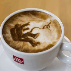 #LatteArt pays tribute to the Oscar nominated film, Gravity.