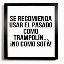 Se recomienda usar el pasado como trampolín... ¡no como sofá! Trampolines, Blogging, Backyard Trampoline, Marca Personal, Marketing Digital, Famous Quotes, Positivity, Sayings, Words