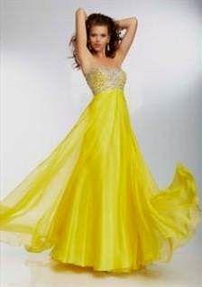 9b33f500a45a 20 najlepších obrázkov z nástenky Jedinečné spoločenské šaty