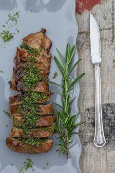 So lecker ... gegrilltes Schweinefilet mit einer Salbei-Rosmarin-Kruste und Aprikosenmarinade von marieola - food and lifestyle blog