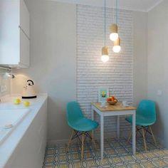 cocina-pequeña-suelo-colores-decorada-blanco-azul-y-amarillo