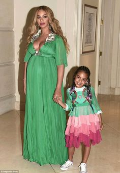Blue-Ivy Carter the first daughter of Superstars Beyonce Knowles Carter and Jay-Z wore a Gucci custom made dress worth 26000 USD to the movie premiere of Beauty & The Beast. Blue-Ivy twinned outfits with her mom Beyonce as the pair posed for pictures. Blue Ivy Carter, Marie Claire, Ivy Bleu, Estilo Baby Bump, Gucci Gown, Beyonce And Jay Z, Destiny's Child, Beyonce Knowles, Tiered Dress